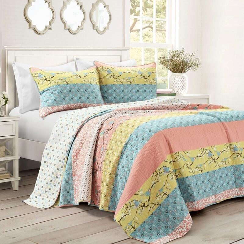 The multicolored comforter set