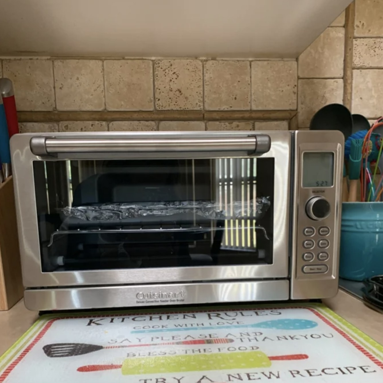 the toaster oven in the reviewer's kitchen