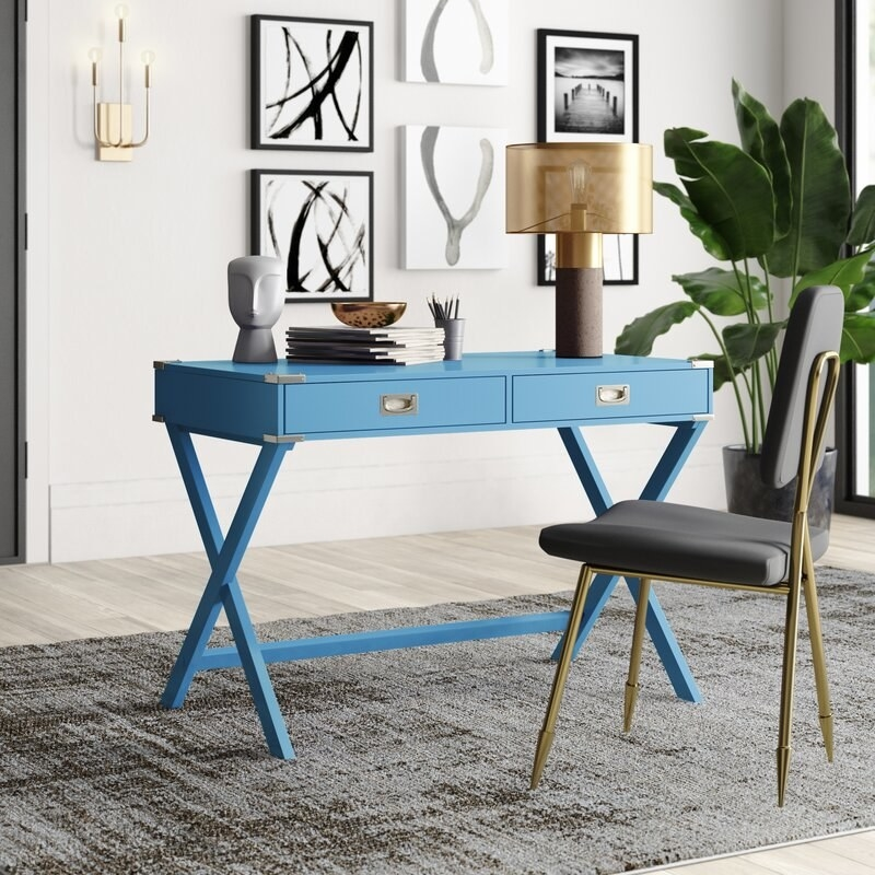 The desk in teal