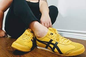 reviewer wearing yellow and black onitsuka mexico sneakers