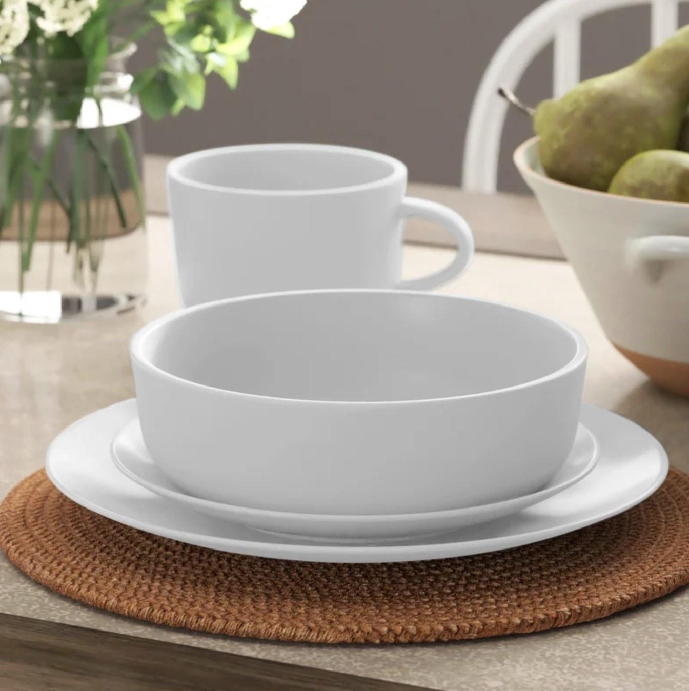 The 16 piece dinnerware set in white