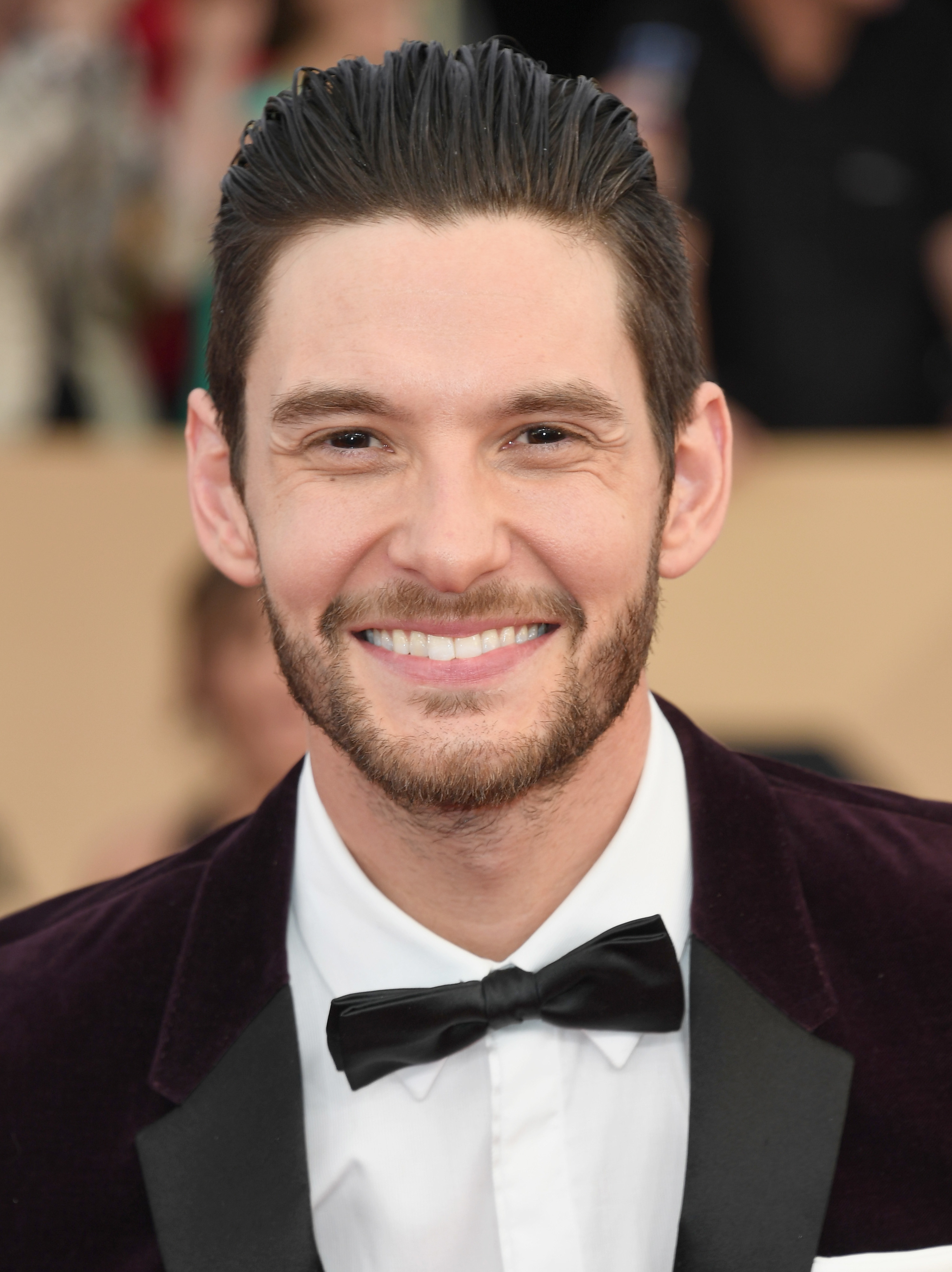 Ben Barnes in a suit, smiling at a red carpet event