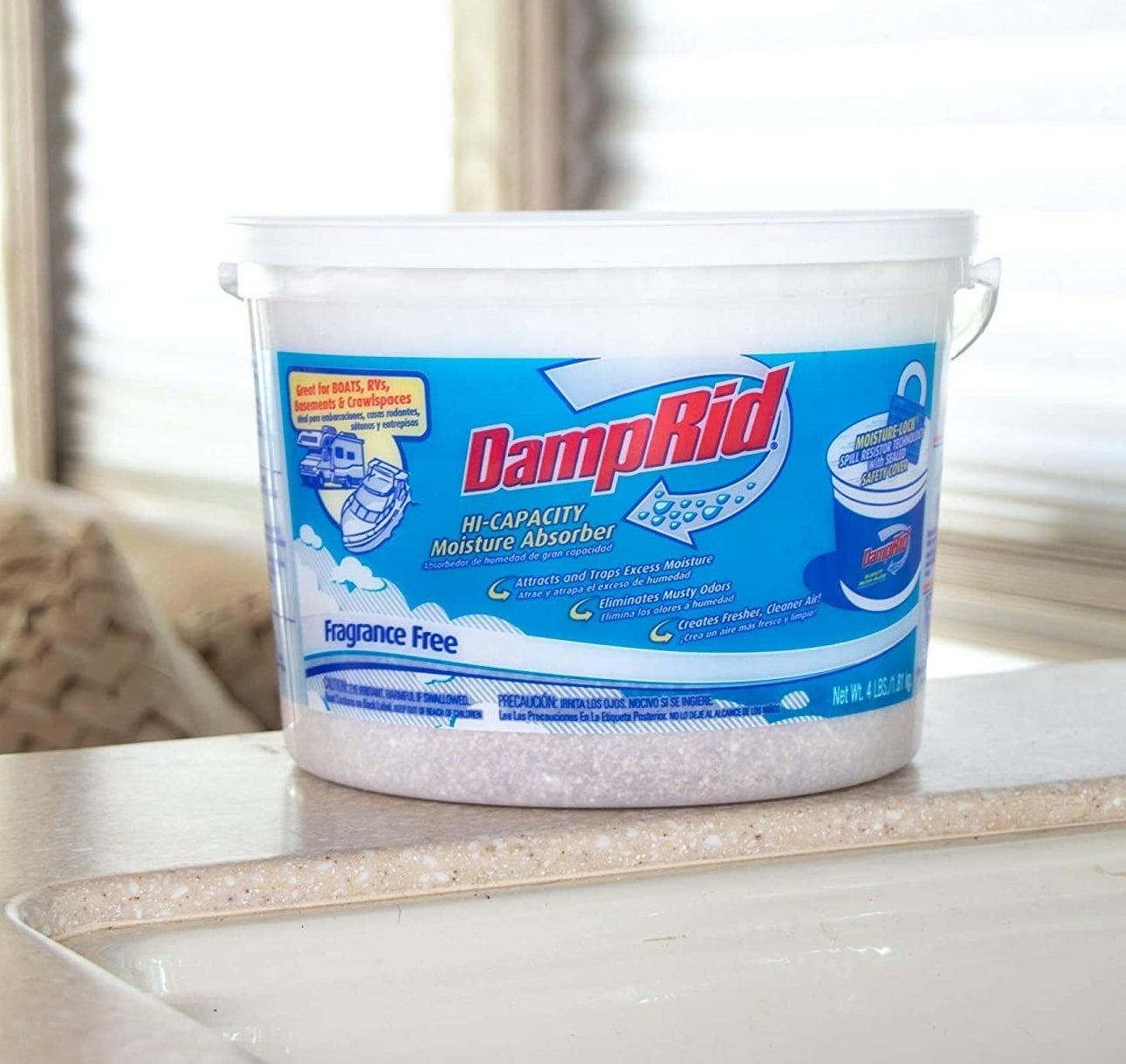 The bucket of high capacity moisture absorber