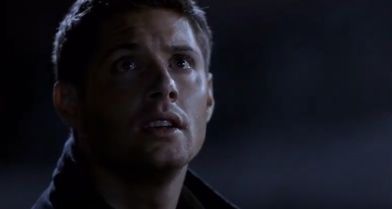 Dean Winchester looking up at a street light