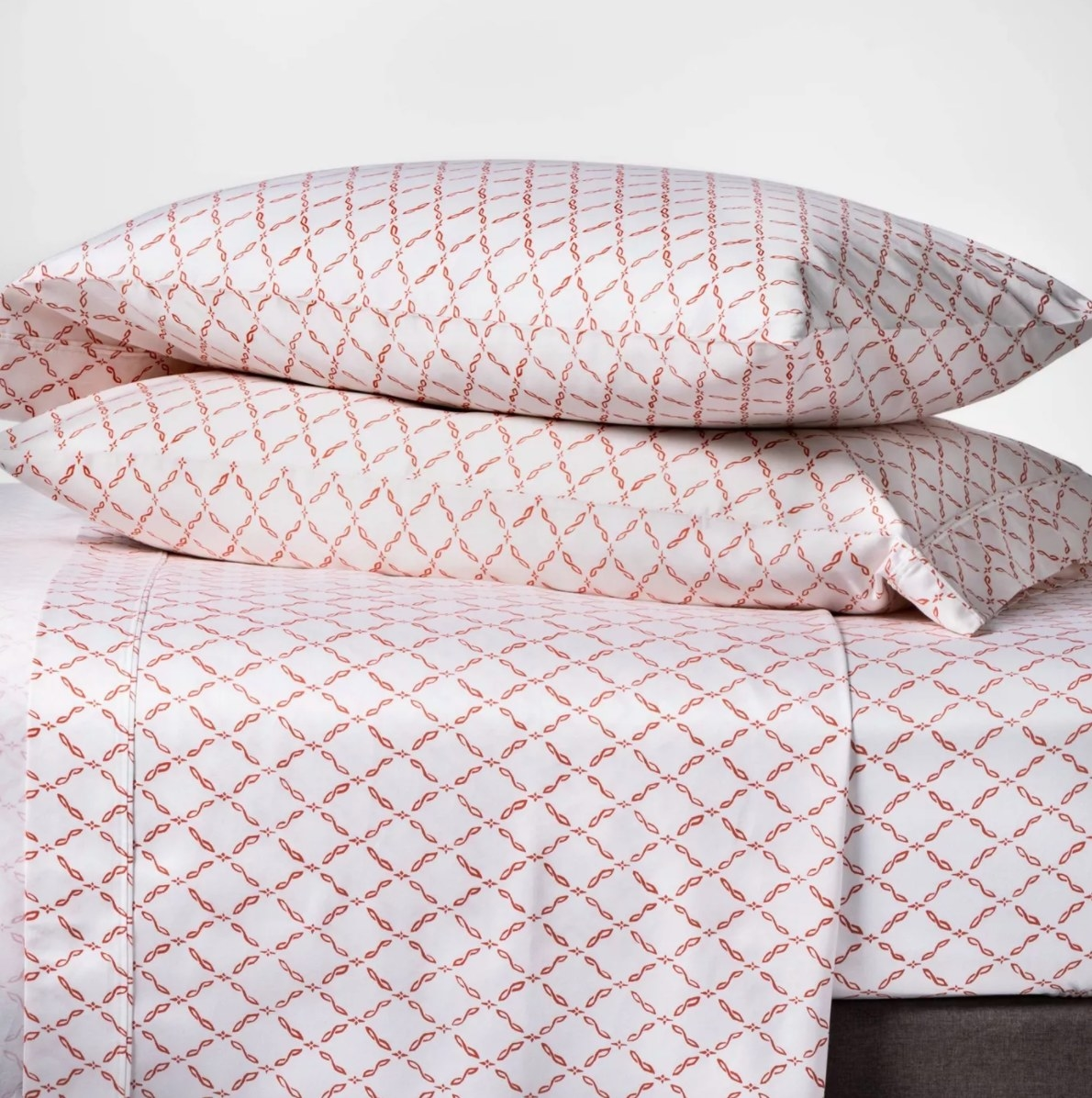 The set of 400 thread count sheets in coral lattice