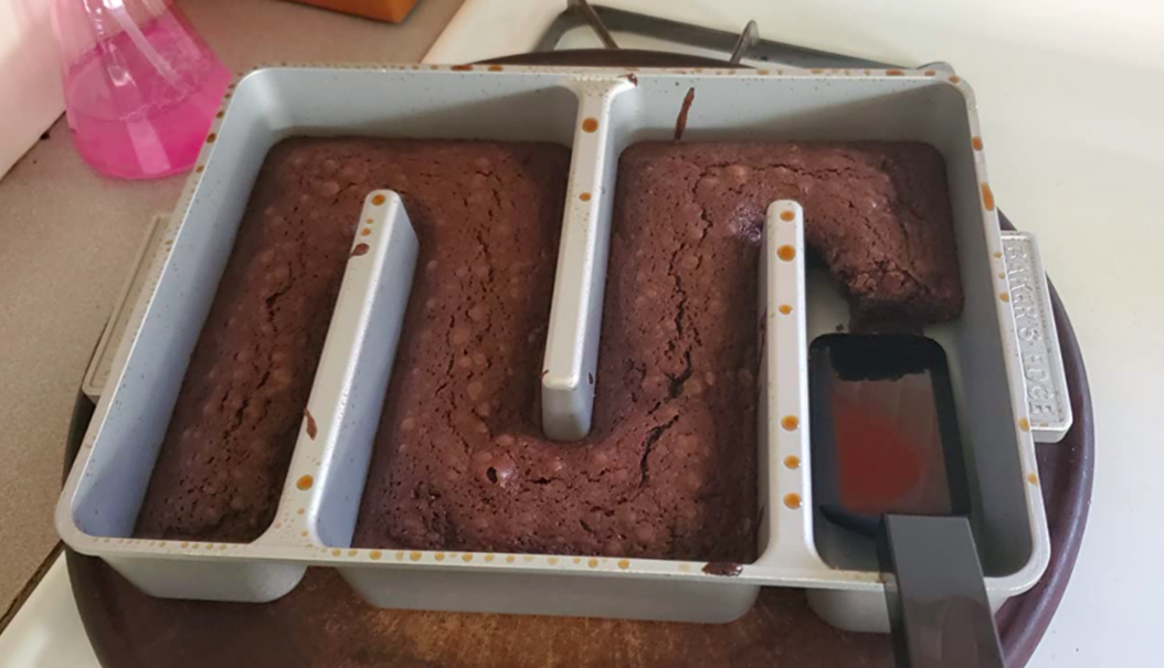 A customer review photo of their Baker's Edge brownie pan
