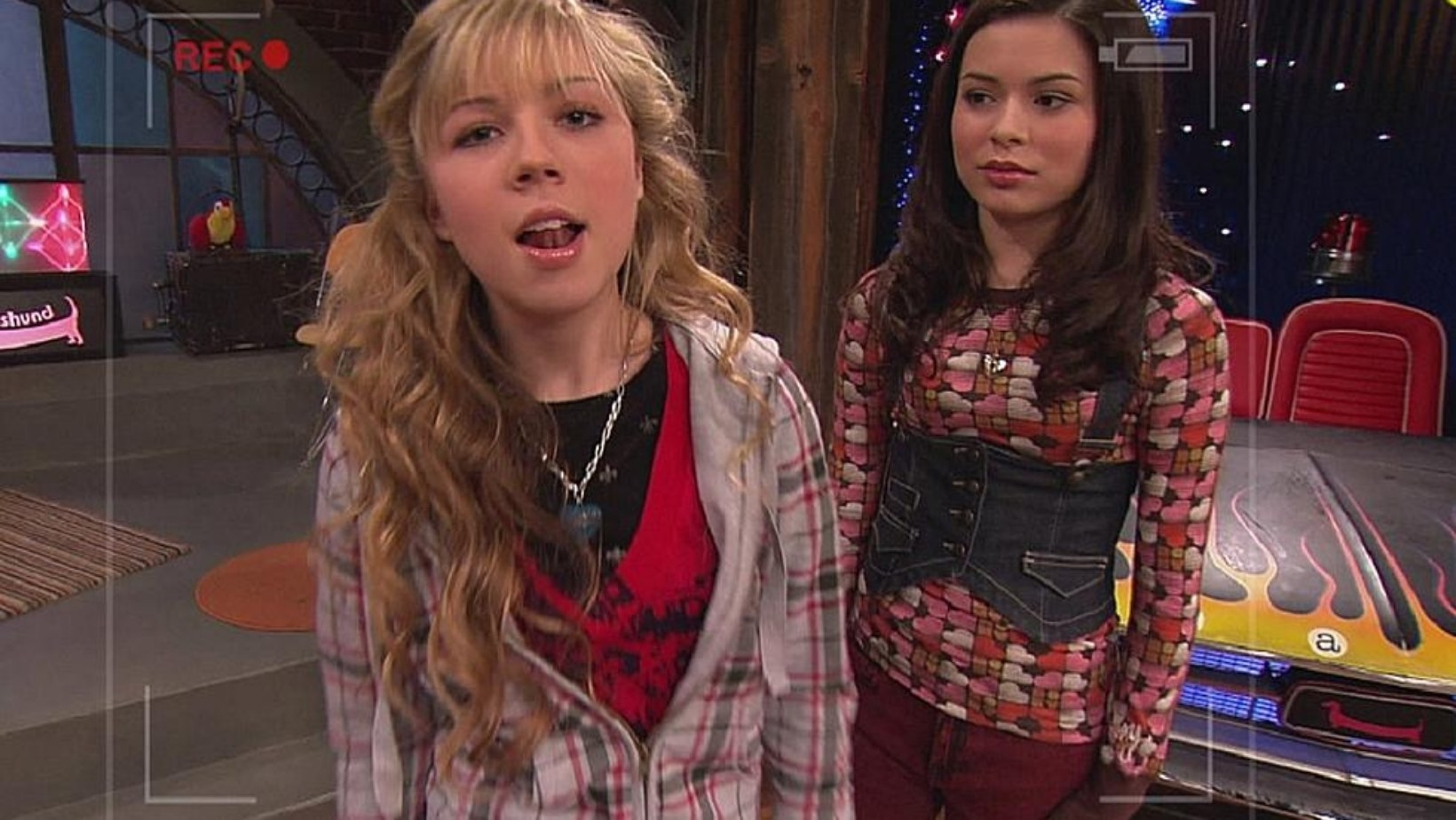 """Sam and Carly doing a segment on """"iCarly"""""""