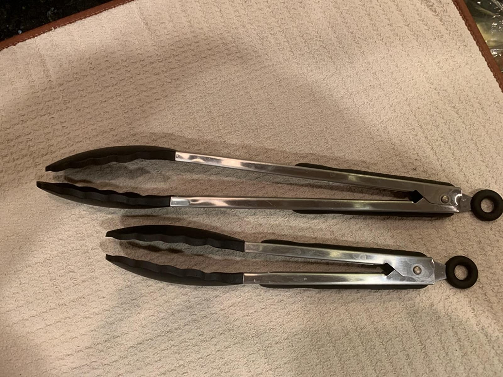 Reviewer image of tongs laying side by side