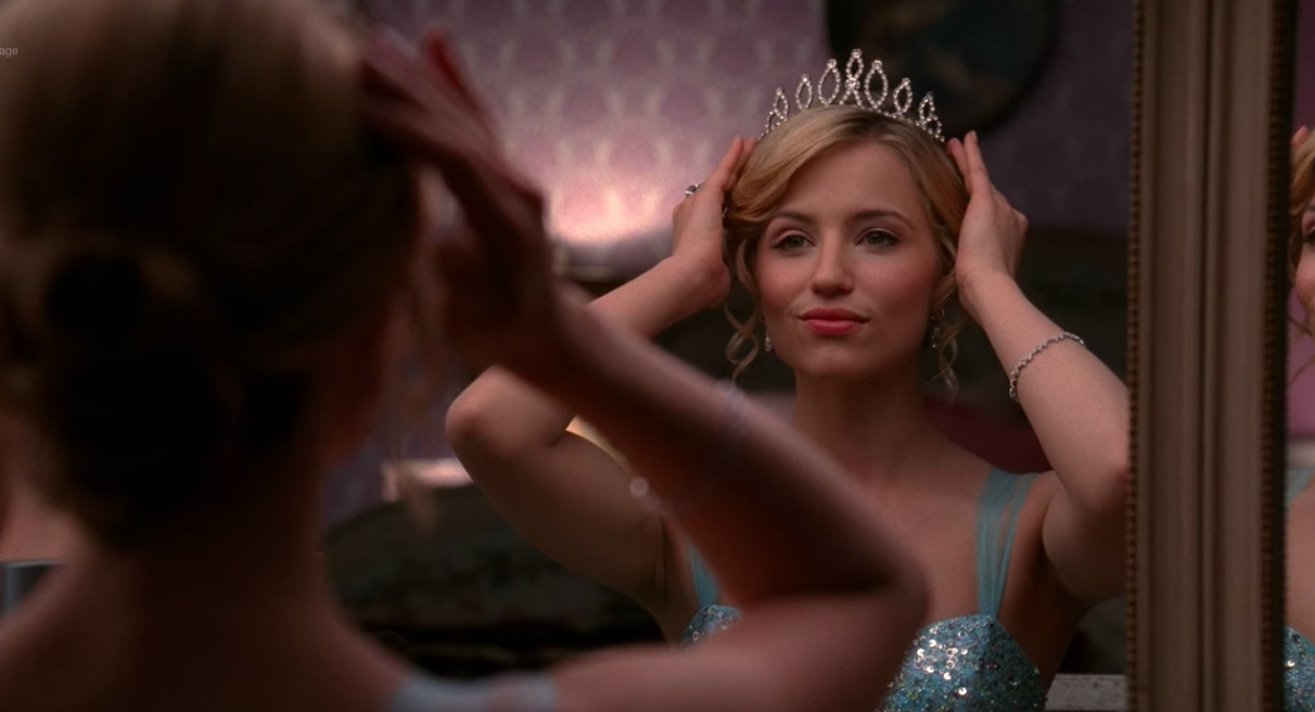 "Quinn Fabray putting a crown on her head for prom in ""Glee"""
