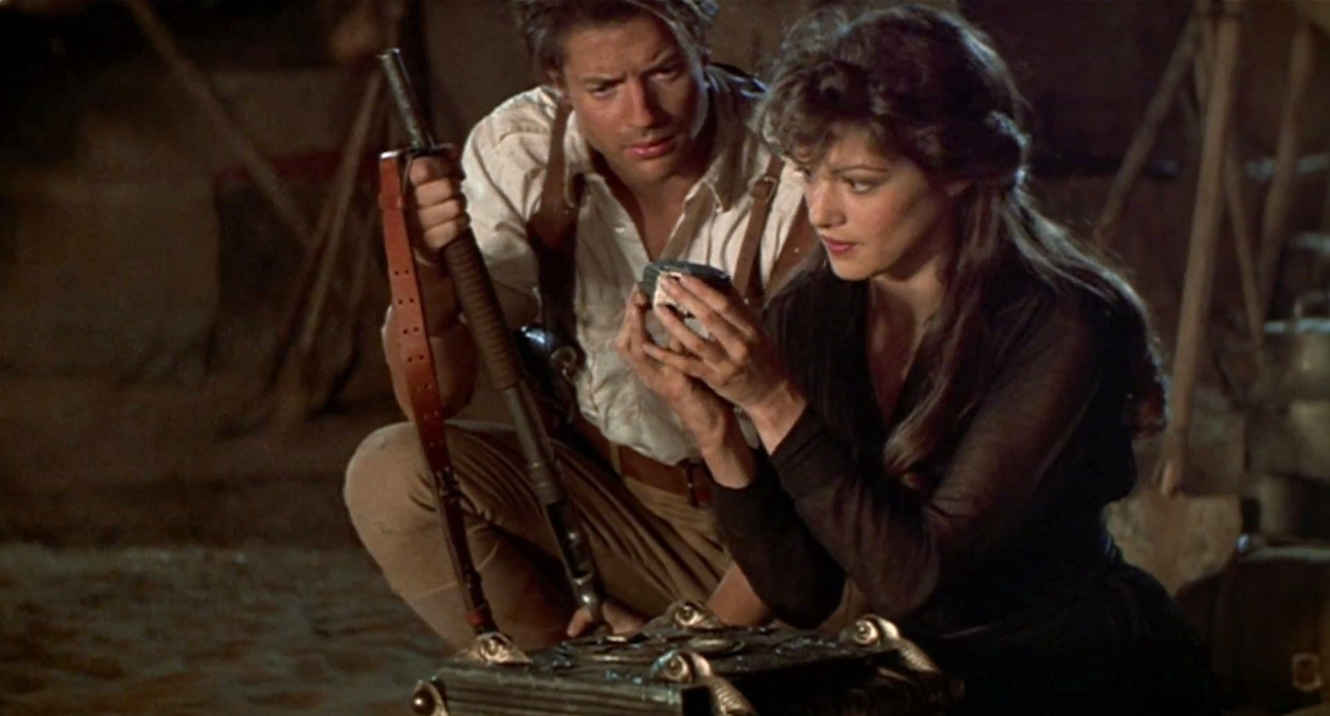 Rick and Evie looking at an Egyptian artefact together