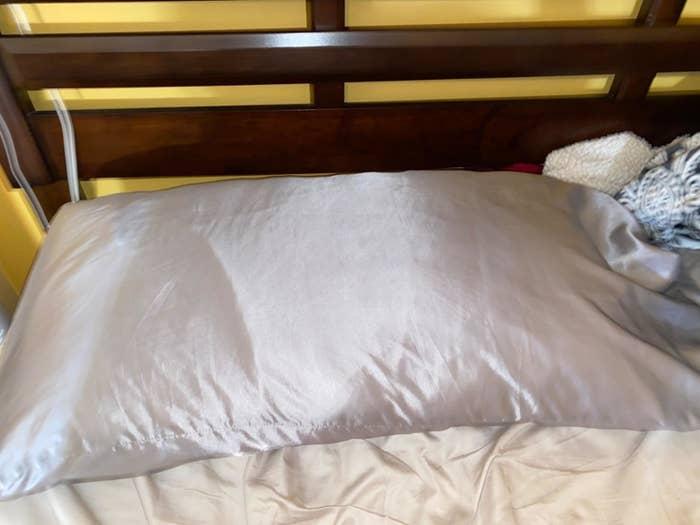The satin pillowcase in white