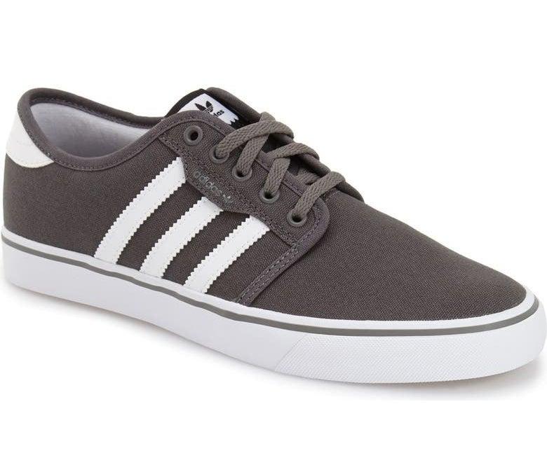 The shoe in Ash/White