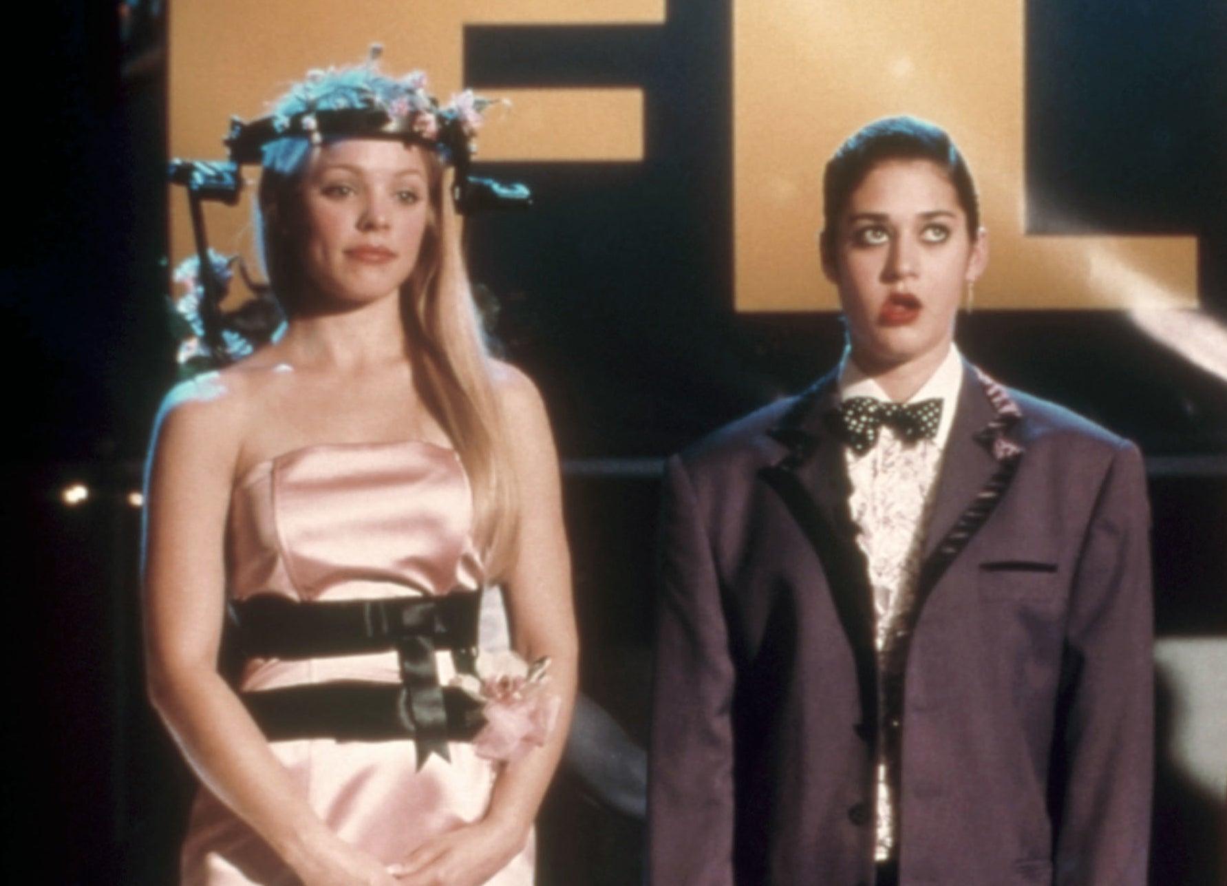 Rachel McAdams and Lizzy Caplan in the movie mean girls