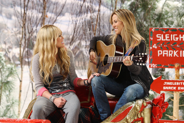 Sheryl and Hannah singing together