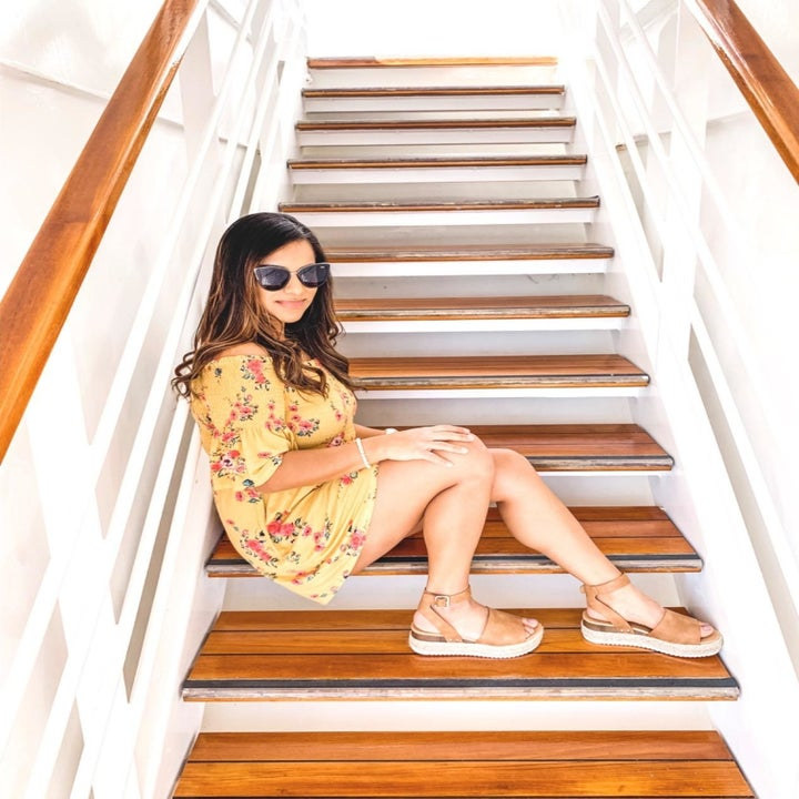 reviewer in same sandals with a tan shade