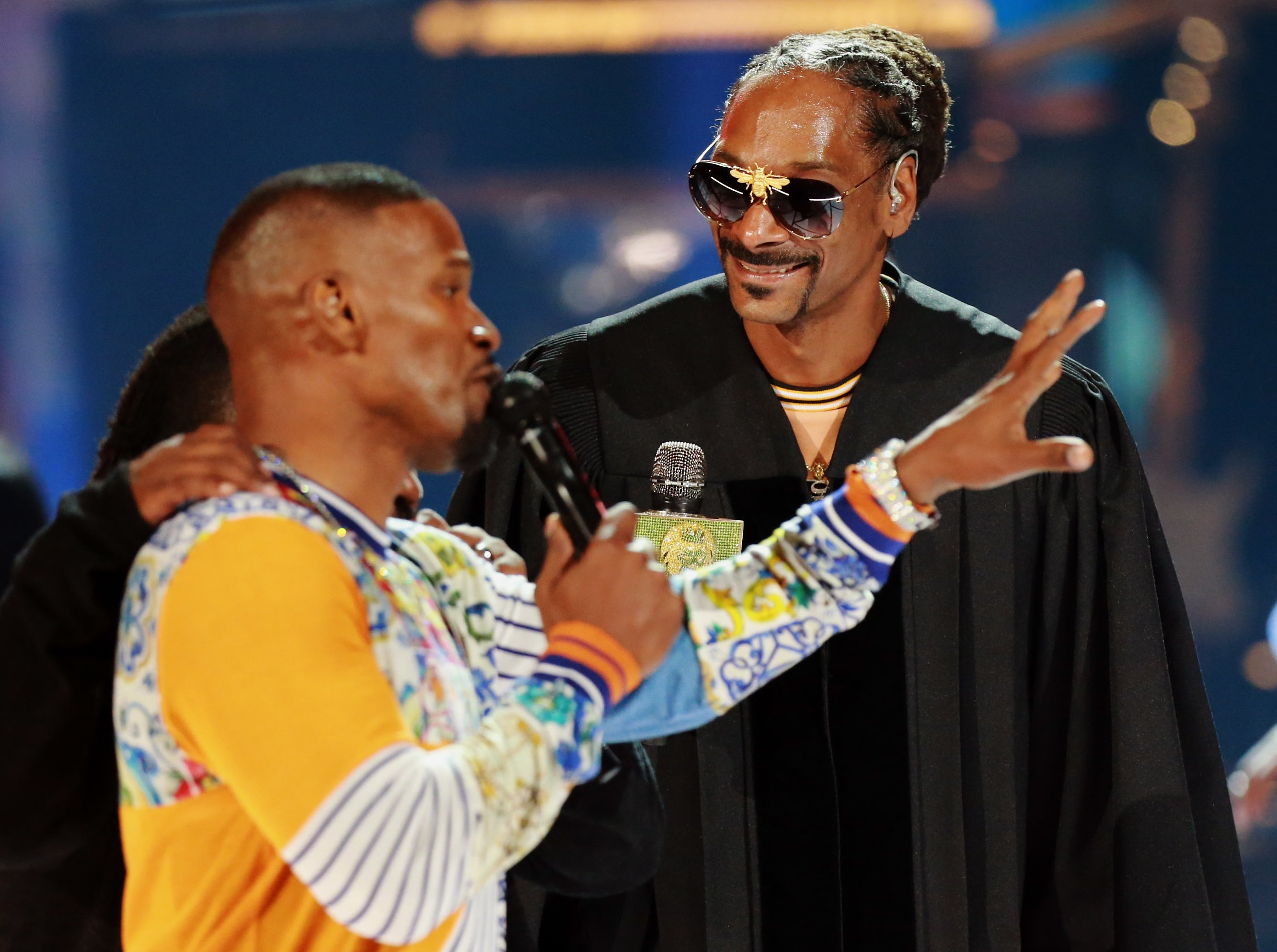 Snoop looks at Jamie while he's telling a story