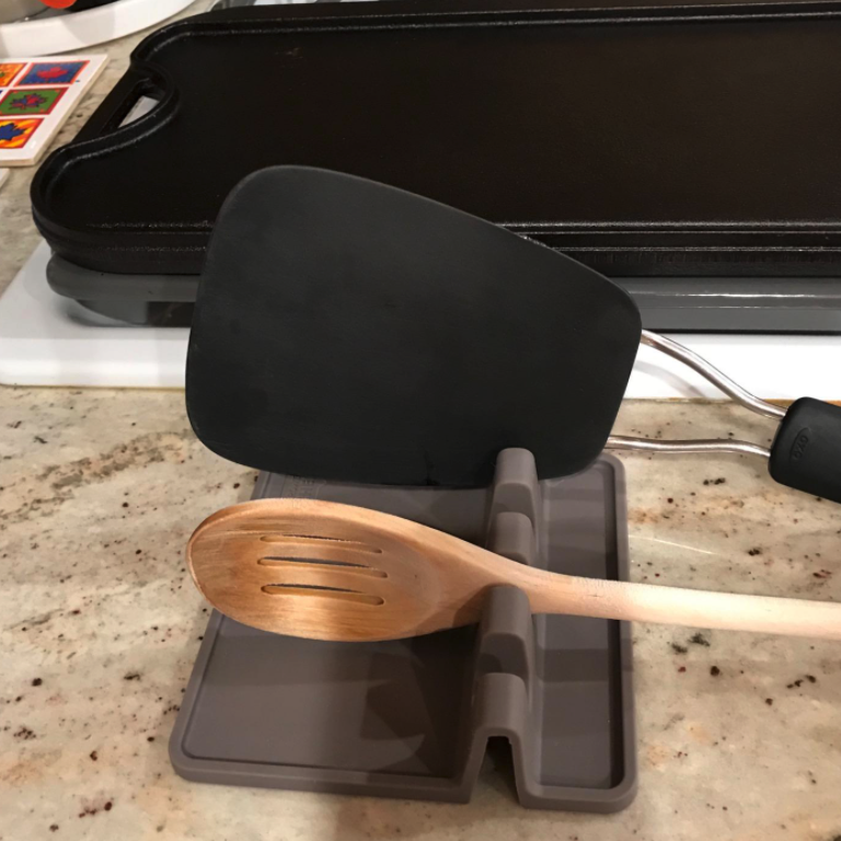reviewer image of spatula and wood spoon resting on holder