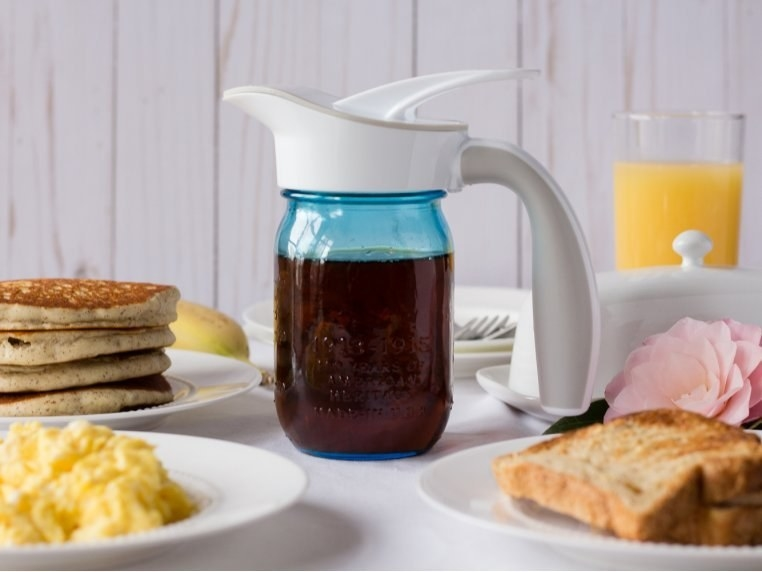 spout attached to mason jar with syrup
