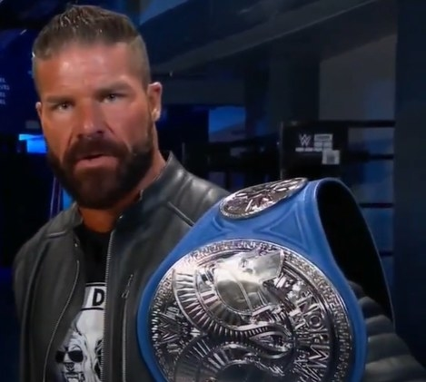 Robert Roode holding Smackdown Tag Team Championship