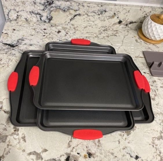 The three baking sheets with silicone handles
