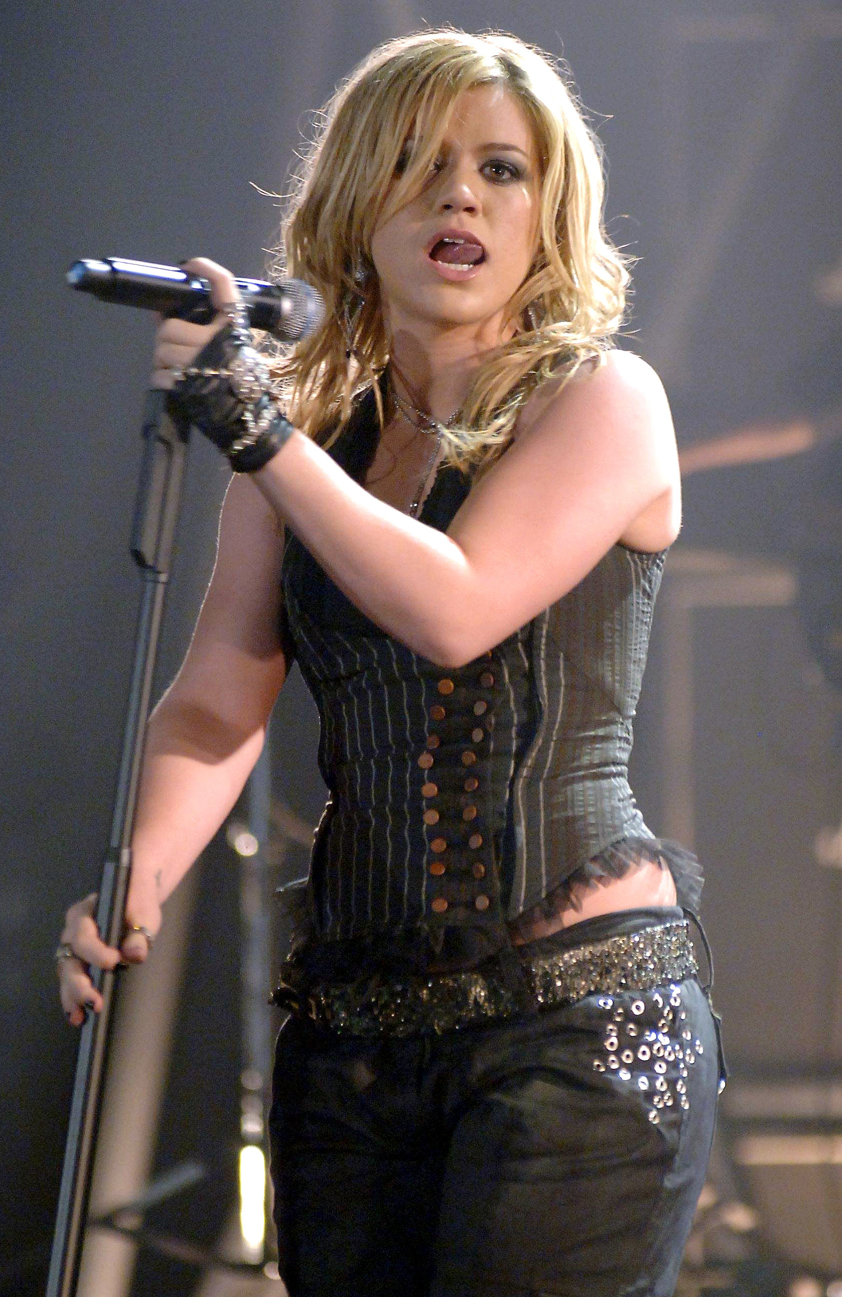 kelly clarkson in a concert