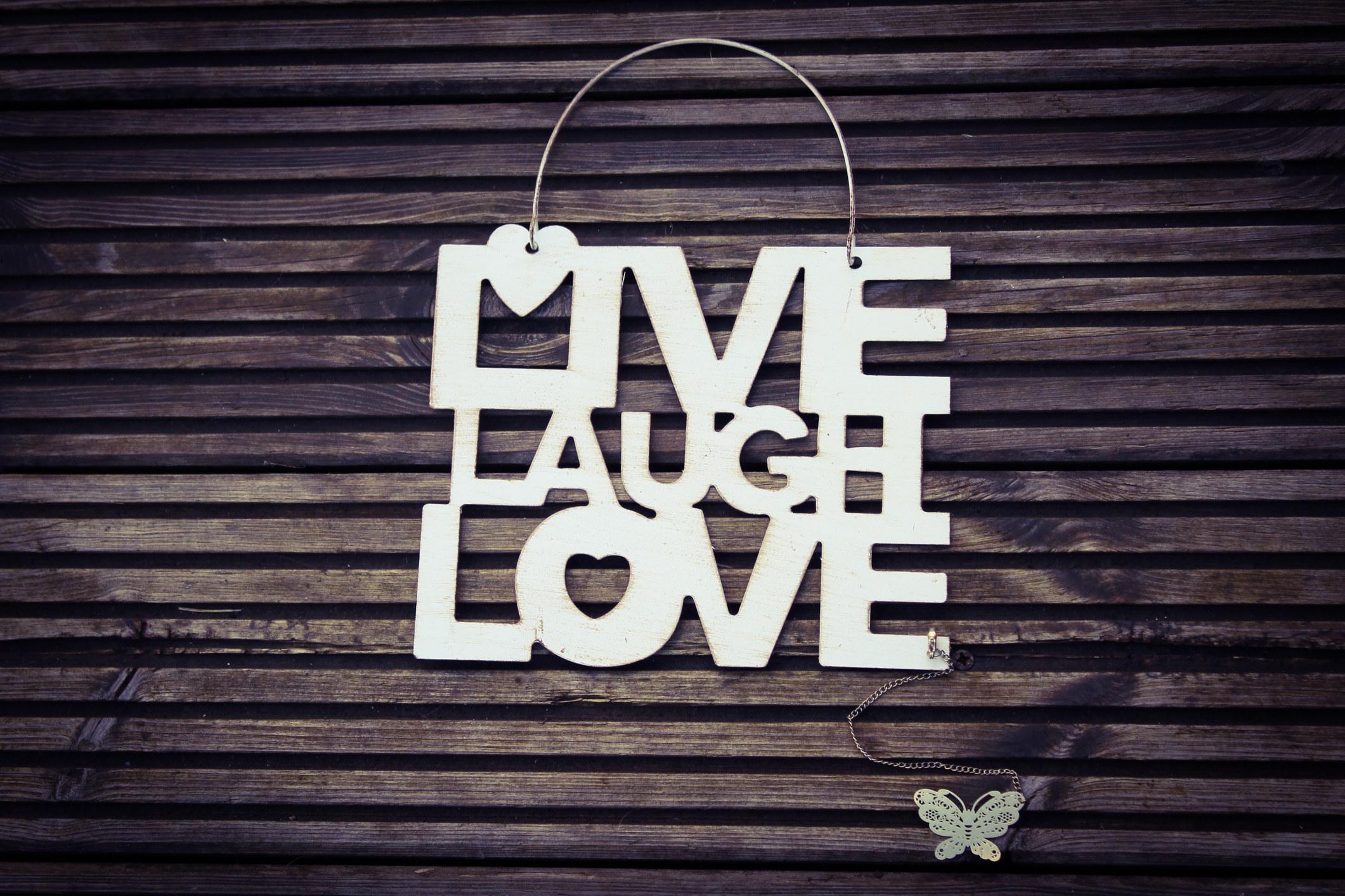 a live laugh love sign