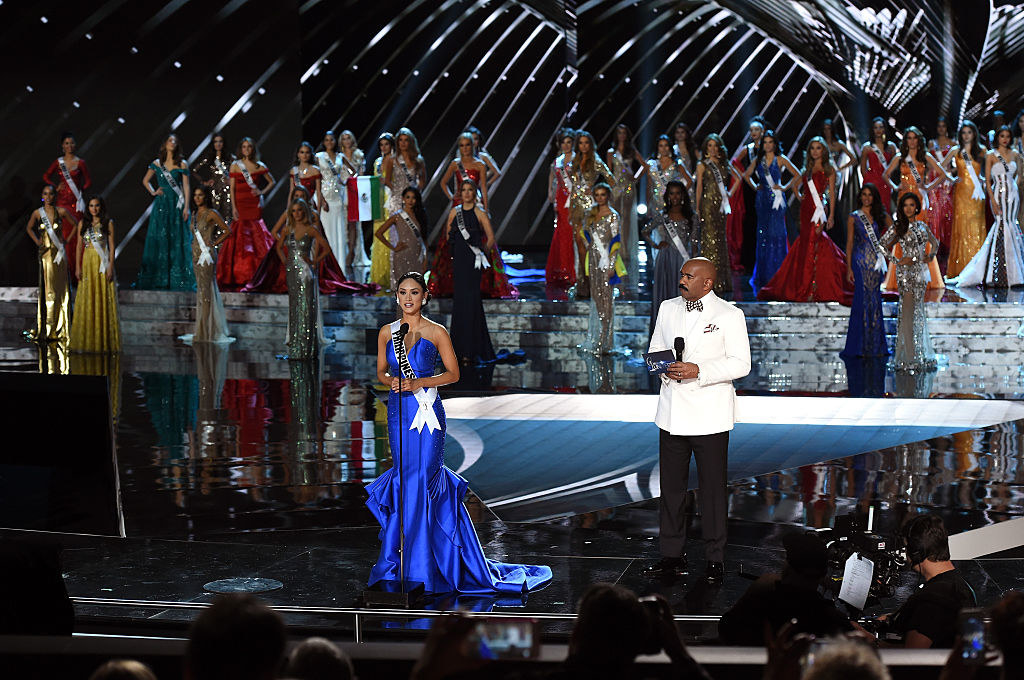 Miss Philippines 2015, Pia Alonzo Wurtzbach (C), answers a question as host Steve Harvey looks on during the interview portion of the 2015 Miss Universe Pageant