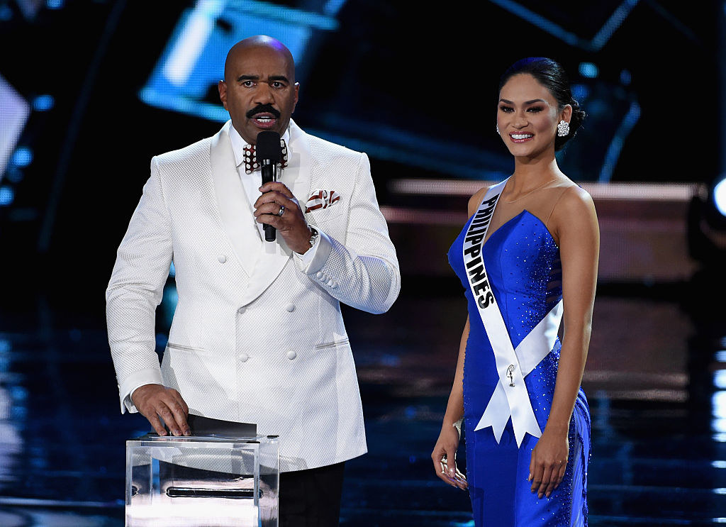 Steve Harvey (L) asks Miss Philippines 2015, Pia Alonzo Wurtzbach, a question during the interview portion of the 2015 Miss Universe Pageant