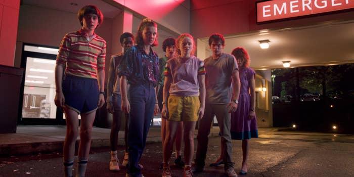 Noah Schnapp, Caleb McLaughlin, Millie Bobby Brown, Finn Wolfhard, Sadie Sink, Charlie Heaton, Natalie Dyer in Stranger Things