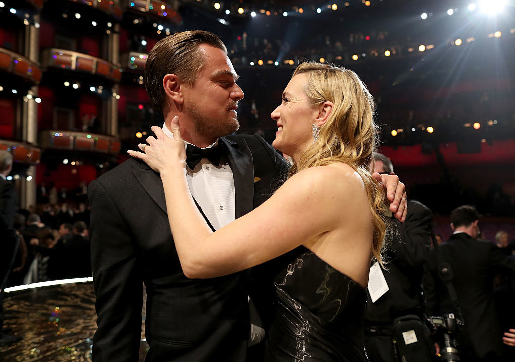 Kate embracing Leo in a theater