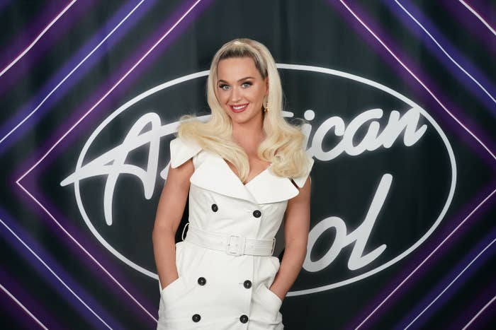 Katy Perry in front of the American Idol sign