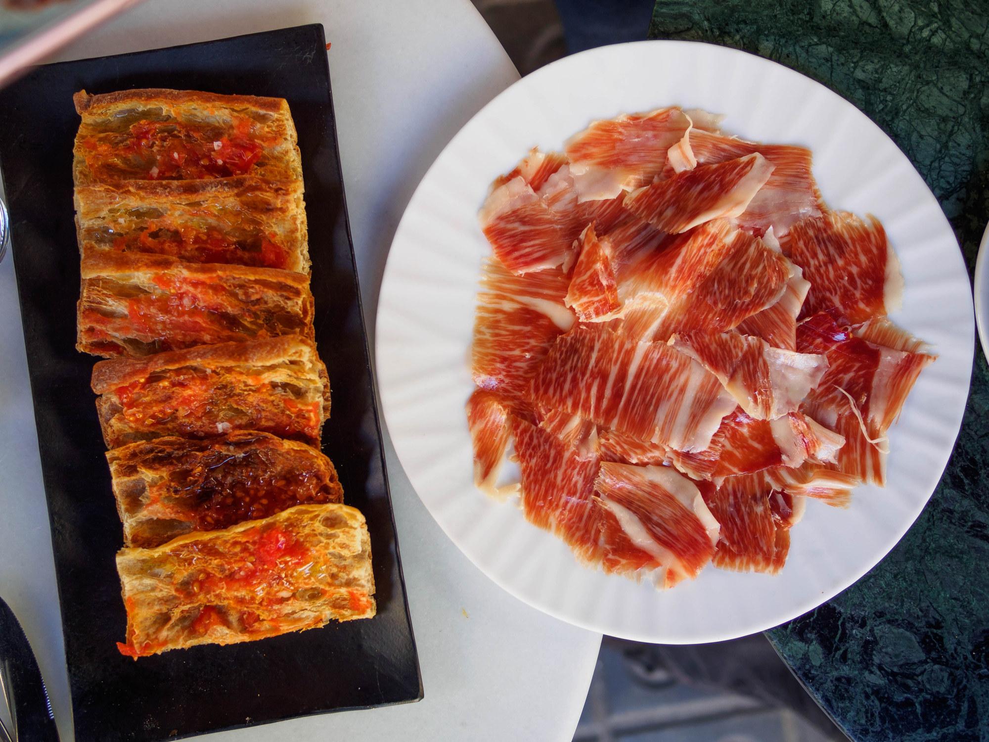 Pan con tomate and jamon iberico.