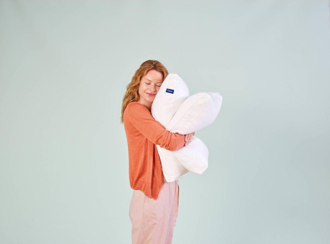 A model cuddling the pillow