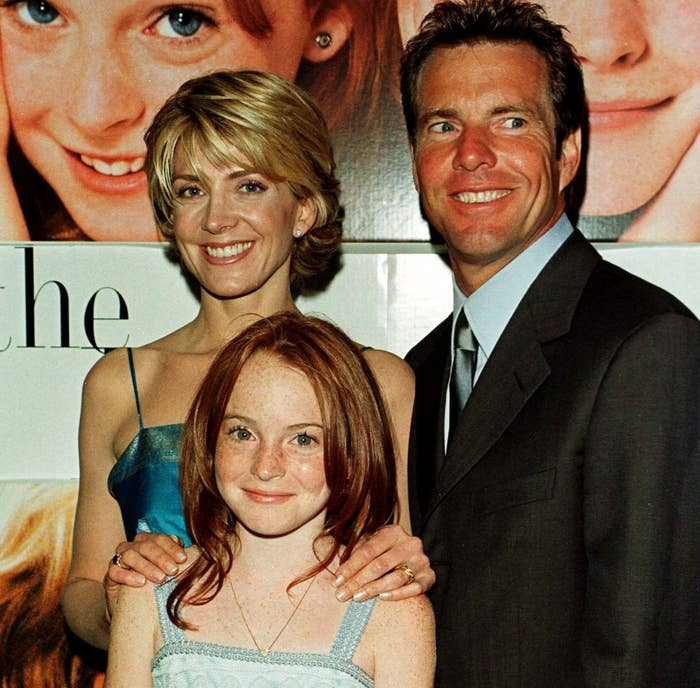 Natasha and Lindsay pose with co-star Dennis Quaid at the movie premiere