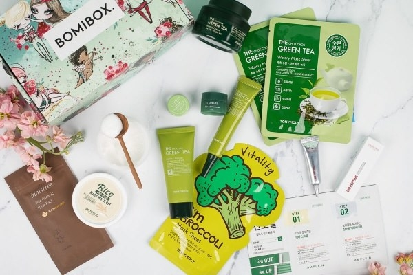 broccoli and green tea face masks and other beauty products with the Bomibox