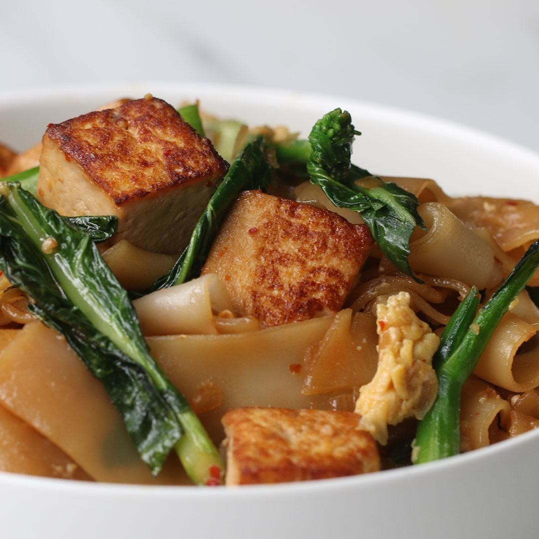 Bowl of noodles, tofu, and veggies