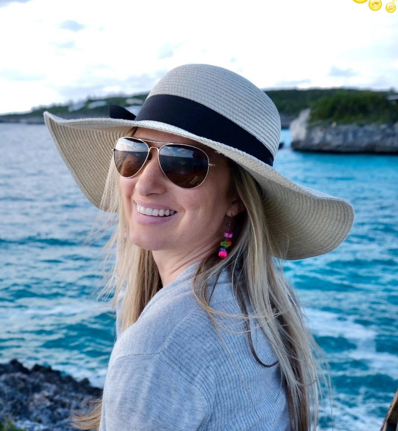 Reviewer wearing a tan hat with black ribbon