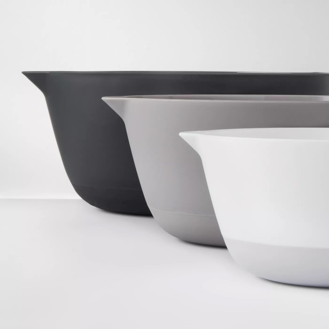 the three black, grey, and white bowls