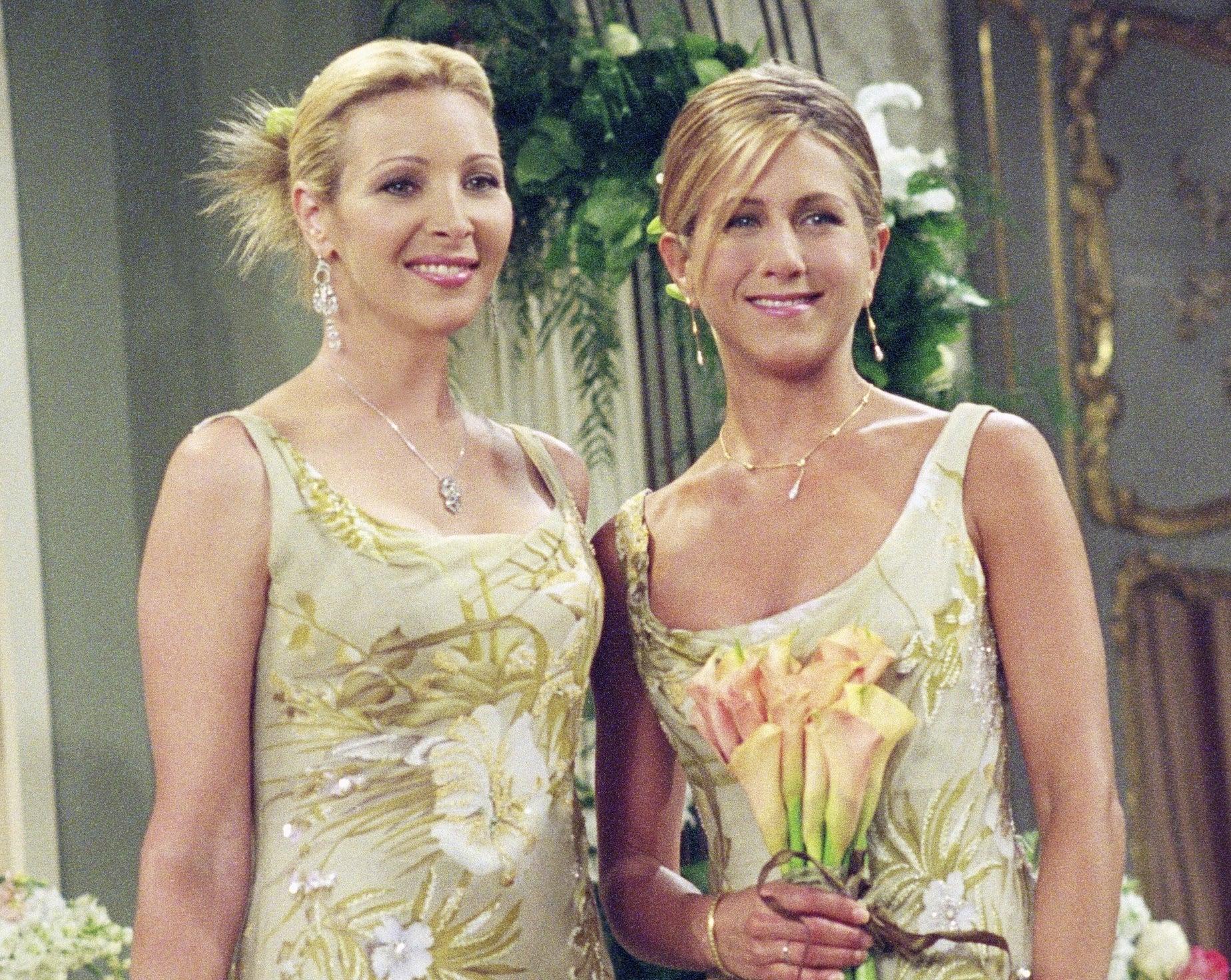 Jennifer and Lisa wear matching dresses on an episode of Friends