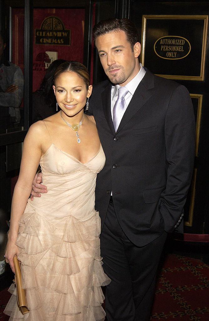"Jennifer Lopez (L) and Ben Affleck during ""Maid in Manhattan"" Premiere - Inside Arrivals"