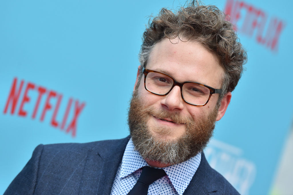 Seth in a suit and tie on the red carpet for a Netflix event