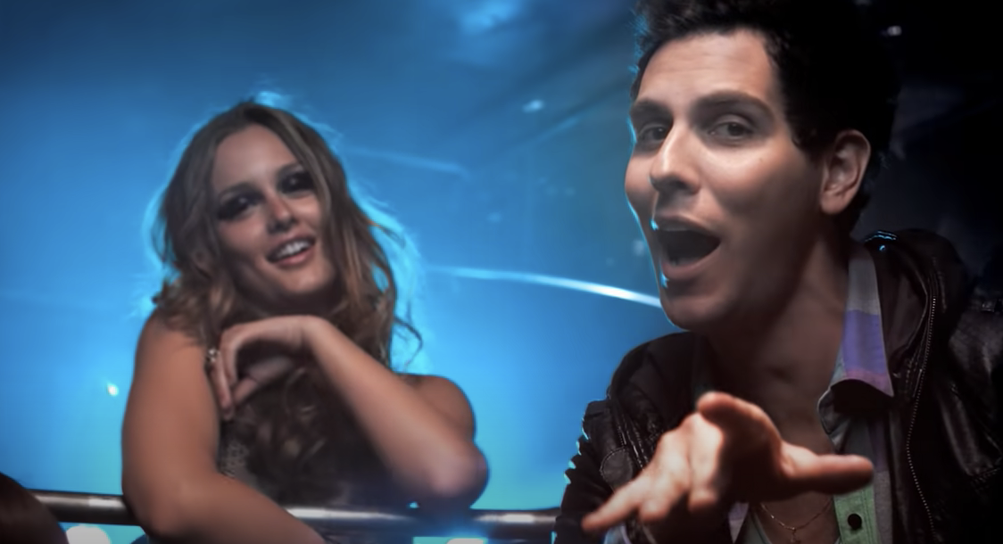 Leighton singing next to Cobra Starship