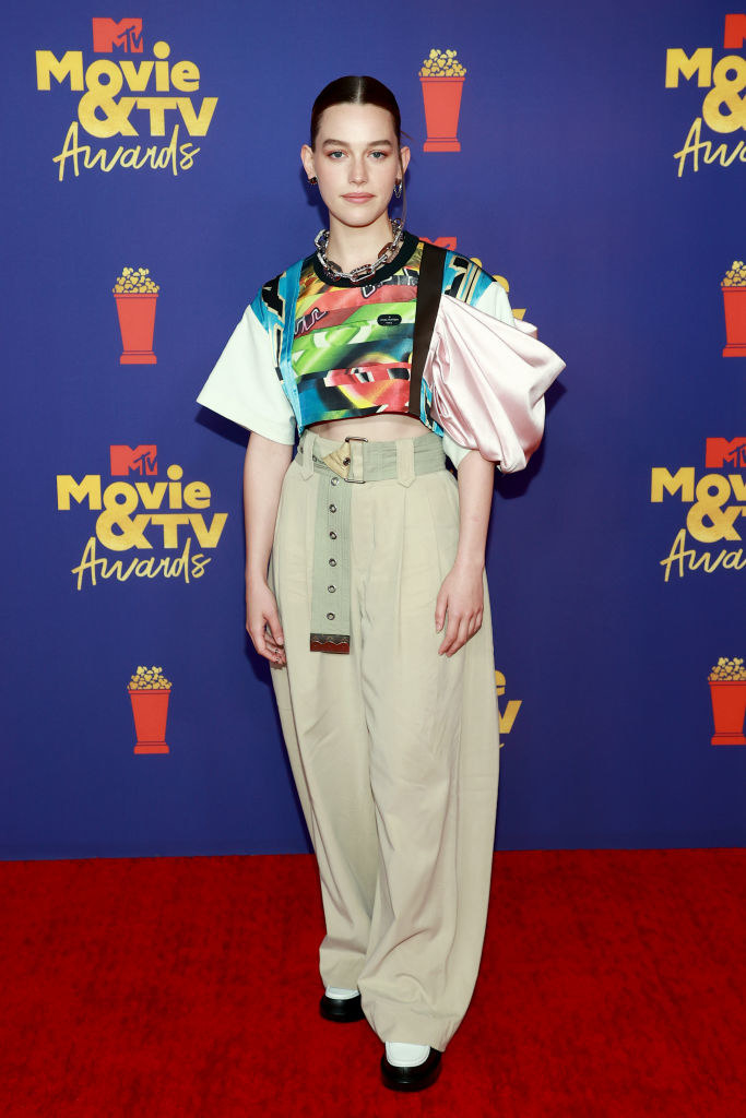 Victoria wore a voluminous top and wide-legged pants