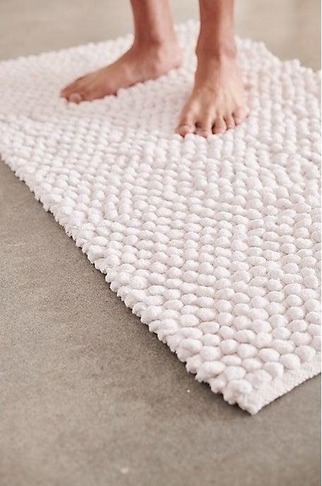 the white pebble tufted bath mat