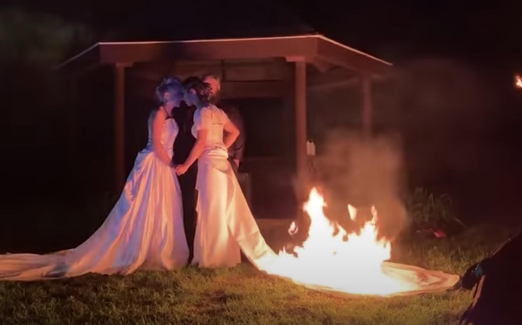 新娘;她的婚纱着火了