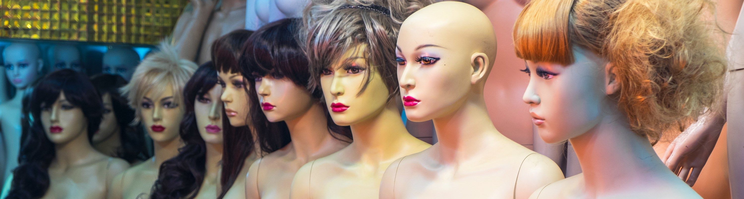 Several mannequin heads lined up in a row