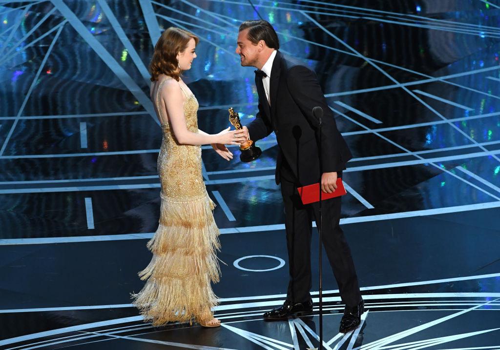 Emma Stone receiving her Oscar from Leonardo DiCaprio in 2017