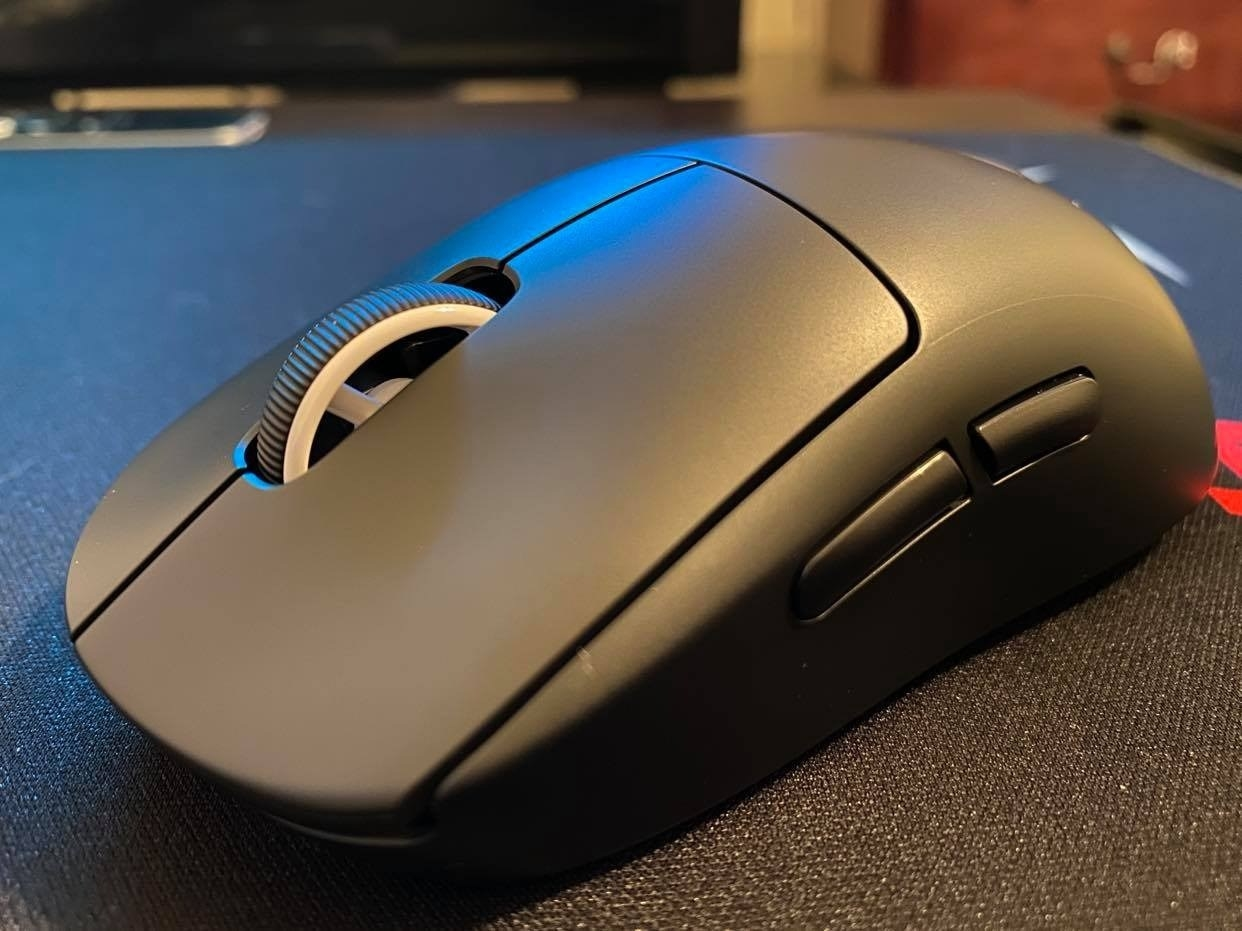 a reviewer's black mouse
