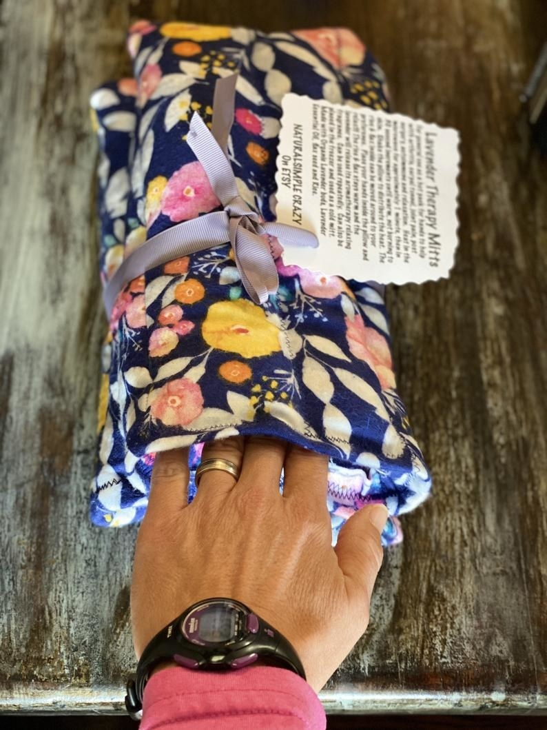 The floral print hand wrap