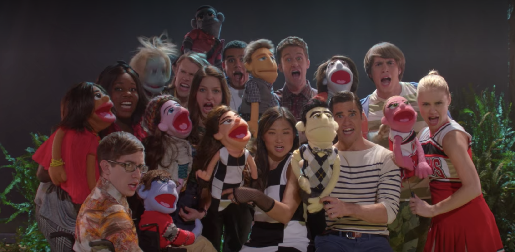 """Still of the Glee cast performing """"What Does the Fox Say?"""" on Season 5 Episode 7 of the show"""